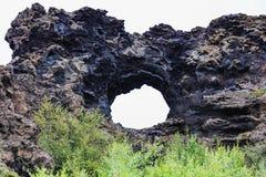 Ventana de la lava en el área Islandia del myvatn del dimmuborgir foto de archivo libre de regalías