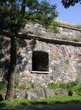 Ventana de la pared del castillo. Fotos de archivo