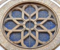 Ventana de la sinagoga en Novi Sad Foto de archivo libre de regalías