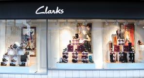 Ventana de la venta al por menor de Clarks imagen de archivo