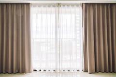 Ventana de las cortinas fotografía de archivo