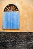 Ventana de madera azul Fotos de archivo libres de regalías