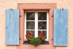 Ventana de madera azul Fotografía de archivo