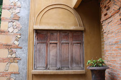 Ventana de madera cerrada del vintage Foto de archivo