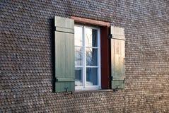 Ventana de madera de la casa Imagenes de archivo