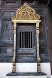 Ventana de madera del templo tailandés Imagenes de archivo