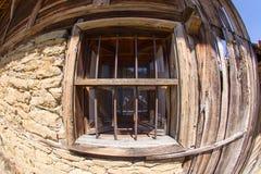 Ventana de madera en arquitectura búlgara rural Fotos de archivo libres de regalías