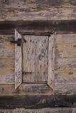Ventana de madera vieja y oxidada Imagenes de archivo