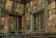Ventana de piedra antigua de la barra de Prasat Muang Tam, un complejo antiguo del templo hindú del Khmer-estilo en la provincia  Fotografía de archivo libre de regalías
