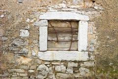 Ventana de piedra vieja con hierro Fotografía de archivo libre de regalías