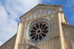 Ventana de Rose de la basílica de San Zeno en Verona Italy con Fotos de archivo