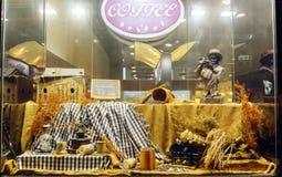 ventana de tienda de la exposición del grano de café del vintage, ventana de la tienda del grano de café Foto de archivo