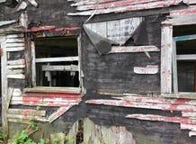 Ventana de un viejo, cayendo aparte granero Fotos de archivo libres de regalías