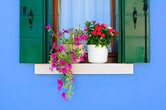 Ventana de una casa de Burano Imagen de archivo libre de regalías