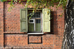 Ventana de una casa rusa vieja Imagen de archivo