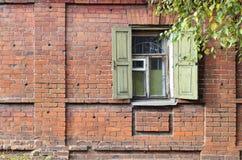 Ventana de una casa rusa vieja Imágenes de archivo libres de regalías