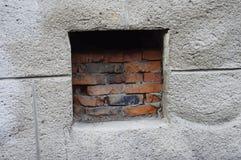 Ventana de ventilación en el sótano Imagen de archivo libre de regalías