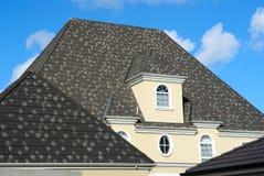 Ventana del ático en el tejado de teja gris Fotografía de archivo libre de regalías