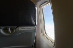 Ventana del aeroplano dentro del aeroplano Imagenes de archivo