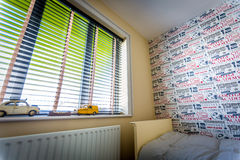 Ventana del dormitorio de Childs Foto de archivo