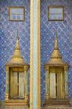 Ventana del estilo de Tha Buda de Wat Benchamabophit en Tailandia fotografía de archivo
