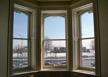 Ventana del invierno. Foto de archivo