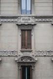 Ventana del renacimiento con la persiana de madera Foto de archivo libre de regalías