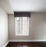 Ventana en dormitorio Foto de archivo