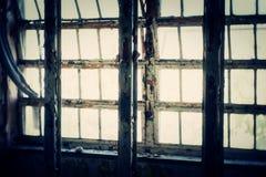 Ventana en el edificio abandonado Fotografía de archivo libre de regalías