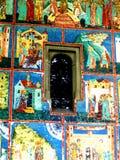 Ventana en el monasterio de Arbore, Moldavia, Rumania foto de archivo libre de regalías
