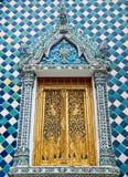 Ventana en el templo esmeralda Imagen de archivo