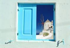 Ventana en la belleza de Grecia - Santorini Fotos de archivo libres de regalías