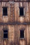 Ventana en la casa abandonada rota Fotografía de archivo