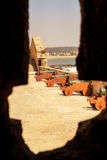 Ventana en la fortaleza Foto de archivo
