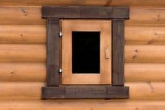 Ventana en la pared de una casa de madera Fotos de archivo libres de regalías