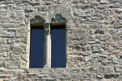 Ventana en la pared del fortalecimiento del castillo Schlossberg Fotos de archivo libres de regalías