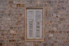 Ventana en la pared vieja Imágenes de archivo libres de regalías