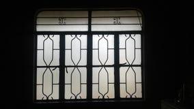 ventana en la tarde foto de archivo