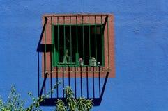 Ventana en las casas Azul Imagen de archivo libre de regalías