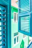 Ventana en las viejas opiniones de Punda Curaçao de los edificios Fotografía de archivo libre de regalías