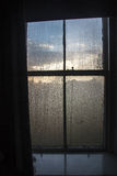 Ventana en mojado-aire de la mañana Fotografía de archivo