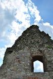 Ventana en pared del castillo Fotos de archivo
