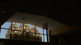 Ventana en templo almacen de metraje de vídeo