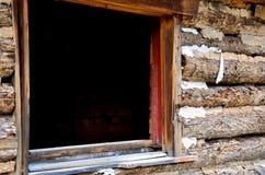 Ventana en una cabina de Abandonded Imágenes de archivo libres de regalías