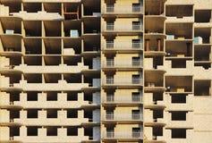 ventana en una casa nuevamente construida emparede la estructura con la fibra material no combustible aislada del basalto tejada Fotos de archivo libres de regalías