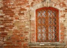 Ventana en una pared de ladrillo imágenes de archivo libres de regalías