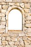 Ventana en una pared de piedra Foto de archivo