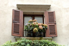 Ventana en Verona Foto de archivo libre de regalías
