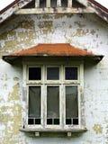 Ventana enmarcada madera vieja Imagen de archivo