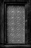 Ventana falsa con el ornamento de piedra tradicional Ciudad de la India, Agra Imágenes de archivo libres de regalías